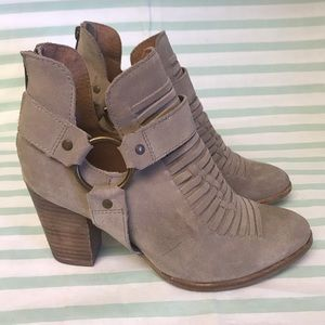 Seychelles Taupe Tan Suede Leather Ankle Boots